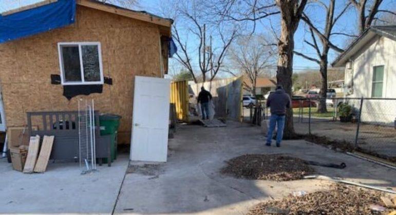 A casa vai ser totalmente reformada pela comunidade que está ajudando o veterinário