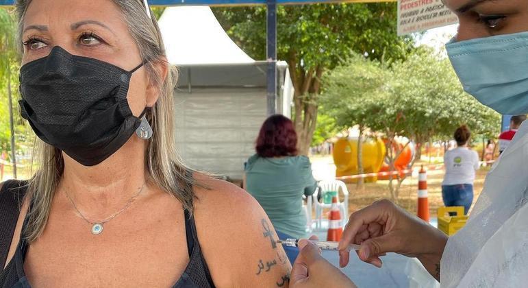 Veterinária tomou terceira dose de vacina