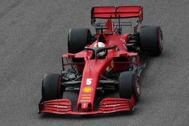 Vettel sofreu forte acidente na segunda parte da classificação e ficou mesmo em 15º