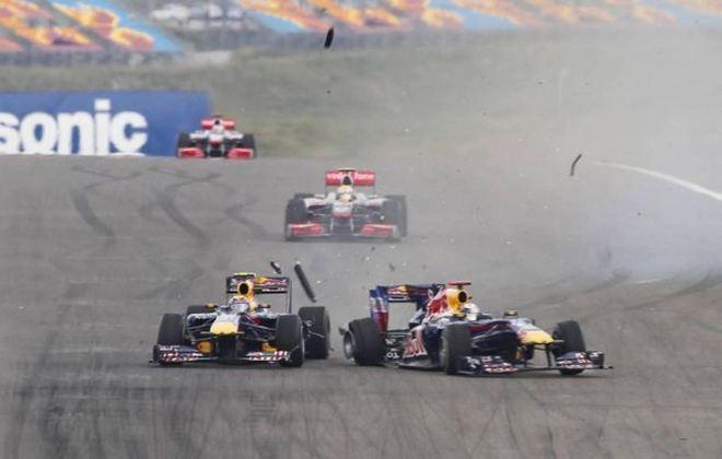 Vettel tem histórico de colisões com companheiros de time. Um exemplo é o famoso acidente com Mark Webber, da Red Bull, no GP da Turquia de 2010