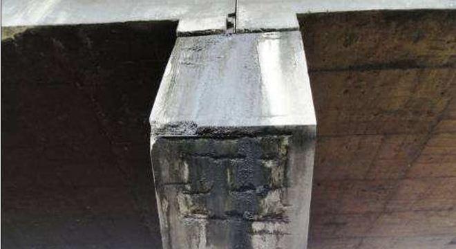 Viaduto Cadeião, na zona oeste:  concreto disgregado com armadura enferrujada