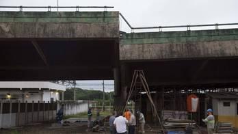 __Estrutura de viaduto volta a ceder na marginal Pinheiros__ (Reprodução)