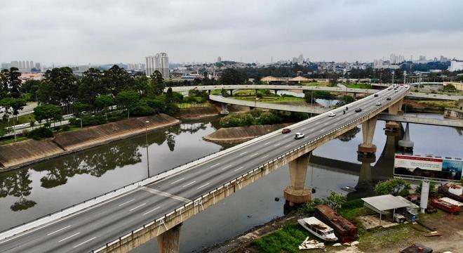 Viaduto na Marginal Tietê, próximo a rodovia Castello Branco, precisa de vistoria