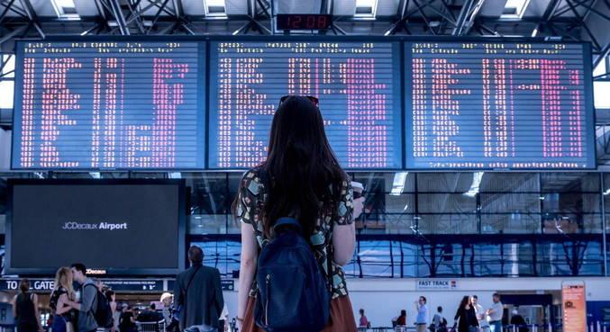 Com passaportes sanitários, cidadãos poderão voltar a viajar