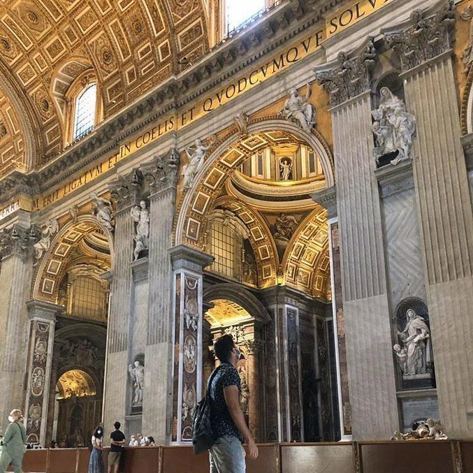 O estudante brasileiro visitou o Vaticano e as basílicas do local