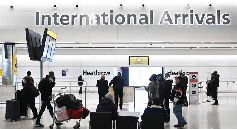 Passageiros da UE e dos EUA ficarão isentos de quarentena no Reino Unido