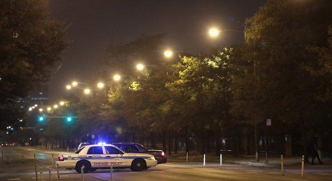 Em Chicago, homem abriu fogo contra um carro; há quatro vítimas, duas delas crianças em estado crítico