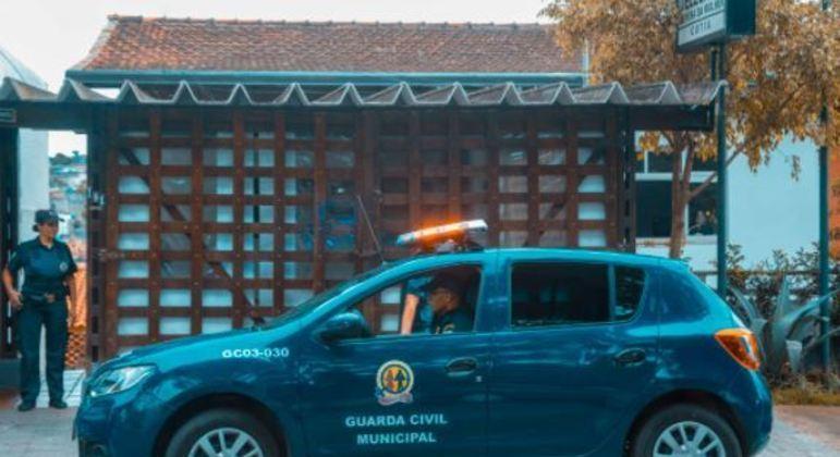 CGM de Cotia flagra casa com mais de 300 animais em péssimas condições