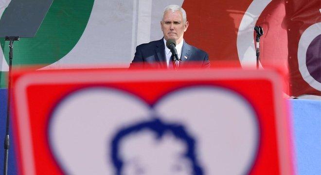 Mike Pence tinha forte ativismo antiaborto antes mesmo de ser escolhido como vice de Trump