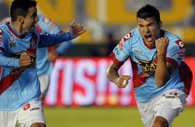 Víctor Cuesta: A principal peça defensiva do Internacional vestia a camisa do Arsenal de Sarandí em 2011.