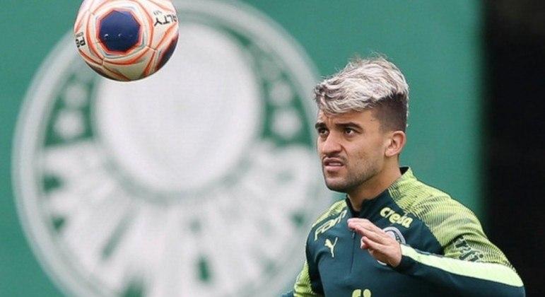 Victor Luis se tornou lateral titular. De uma hora para outra. Nada é por acaso no futebol