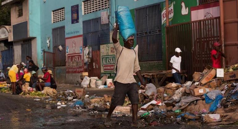 Instabilidade política afeta diretamente a vida da população do Haiti