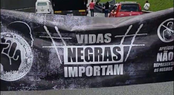 Manifestação teve a participação de cerca de 300 motociclistas e carro de som
