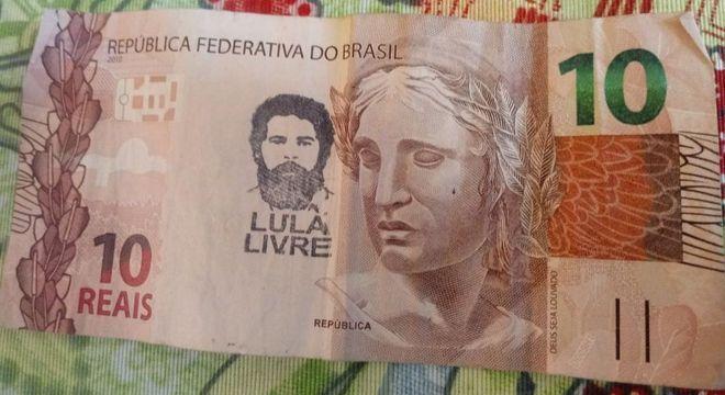 Nota de Real com o carimbo 'Lula Livre'