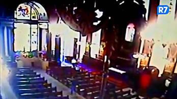 __Vídeo mostra ação de atirador dentro de catedral em Campinas__ (Reprodução)
