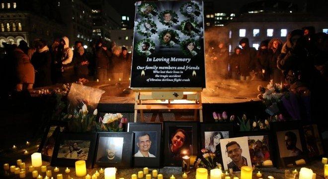 Vígilia em homenagens a vítimas realizada na cidade canadense de Ottawa