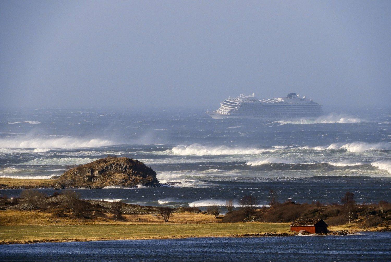 Tripulação consegue religar motor e resgate de navio na Noruega avança