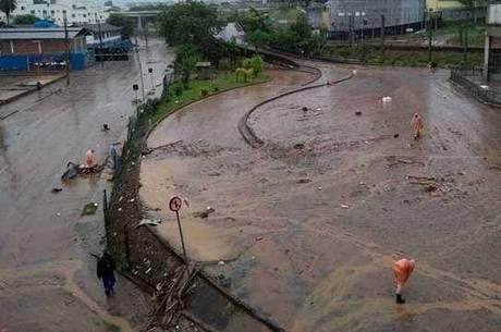 Enchentes são comuns na região da avenida Vilarinho