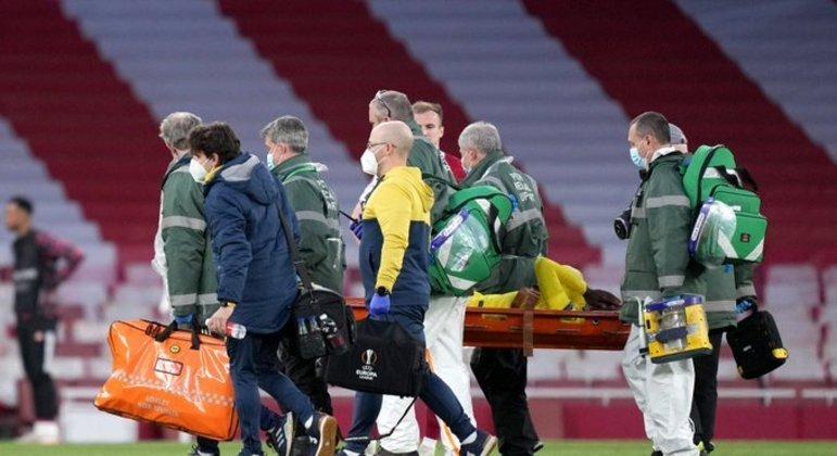 A triste saída de campo do lesionado Samu Chukwueze, do Villarreal