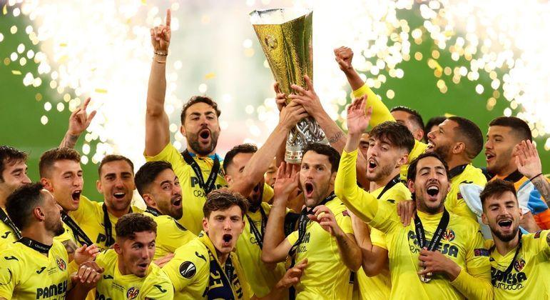 """O Villarreal, da Espanha, o último campeão da """"Europa"""" de modelo mastodôntico"""