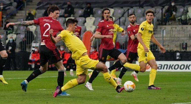 O momento do gol de Gerard Moreno, mesmo puxado por Lindelof