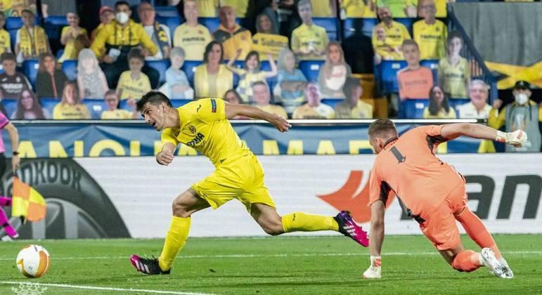 O momento do arremate de Trigueros, Villarreal 1 X 0 Arsenal