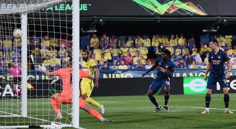 O momento do gol de Albiol, 2 X 0