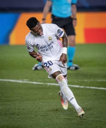 Vini Jr, atacante brasileiro do Real Madrid, marcou dois gols a vitória contra o Liverpool