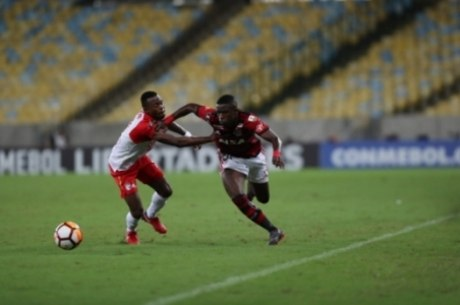 Vinicius estreia pela profissional