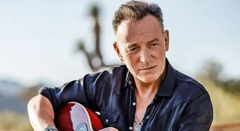 Vinte Grammys, quatro American Music Awards e um Oscar. Esses inúmeros prêmios já mostram o tamanho de Bruce Springsteen, que marcou época nos anos 60 mesmo sendo muito jovem.
