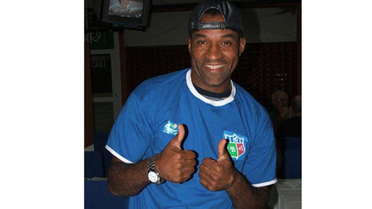 Viola - Acumulou diversos títulos na carreira, inclusive uma Copa do Mundo, em 1994. Entretanto, tem um único título brasileiro, conquistado com o Vasco, no ano 2.000. Despediu-se dos gramados em 2015, defendendo o Taboão da Serra na Segunda Divisão do Campeonato Paulista. Mas assinou também com o Tanabi-SP e Grêmio Osasco-SP, ambos em 2013. Defendeu o Angra dos Reis na Segunda Divisão do Carioca, em 2008, e o Uberlândia no Módulo 2 do Campeonato Mineiro, em 2007