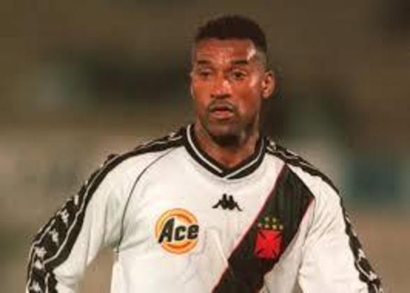 Viola - Campeão do mundo em 1994, o centroavante passou pelo Vasco entre 1999 e 2001.