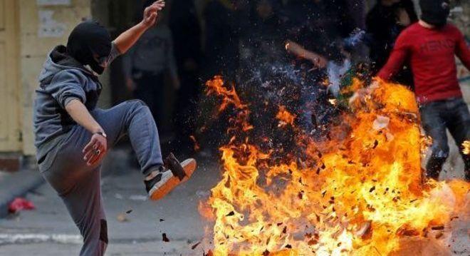 Palestino durante protesto na Cisjordânia contra plano de paz proposto por Donald Trump
