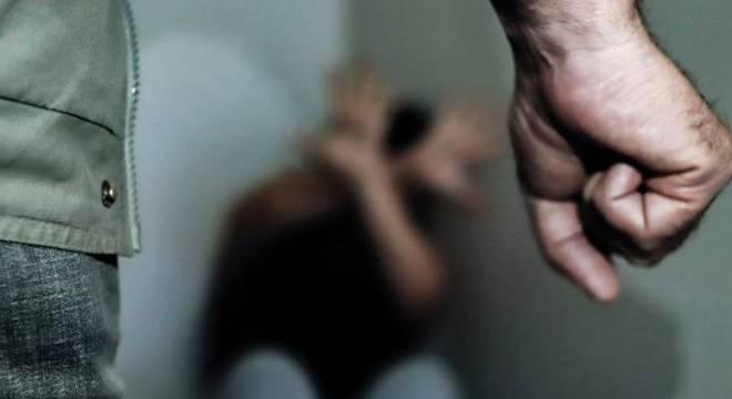 Sob ameaça com uma faca, homem manteve a jovem em cárcere privado