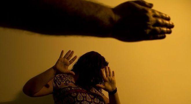 urandir   BRASIL   Lei que prevê apreensão de arma de agressor de mulher é sancionada