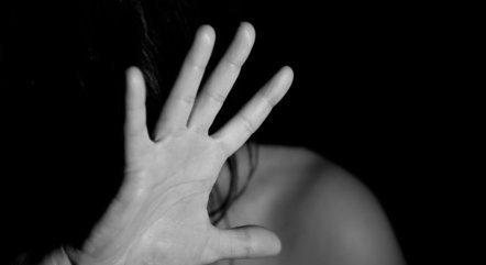 Violência nem sempre começa com agressão, diz delegada
