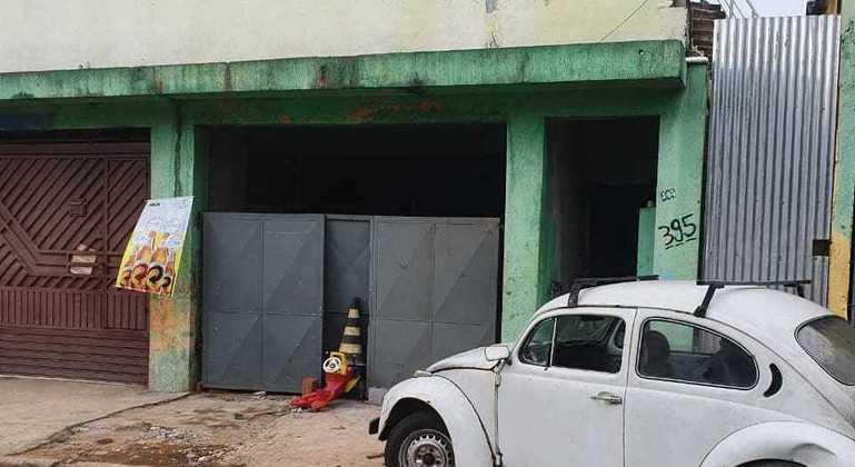 Fachada da casa em que mulher teve o corpo queimado em Mairiporã (SP)
