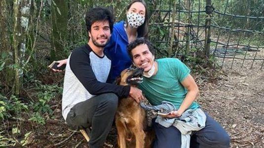 Em vídeo emocionante, família reencontra vira-lata Caju no PR  (Reprodução/Instagram)