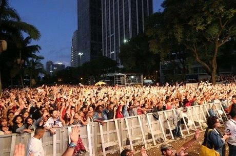 Público durante show do cantor Lucas Lucco
