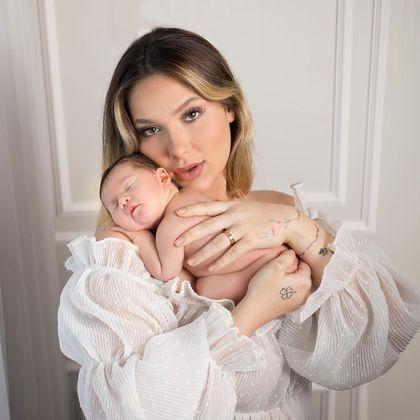 Virginia Fonseca voltou a encantar seguidores com novas fotos do ensaio fotográfico newborn da filha recém-nascida Maria Alice