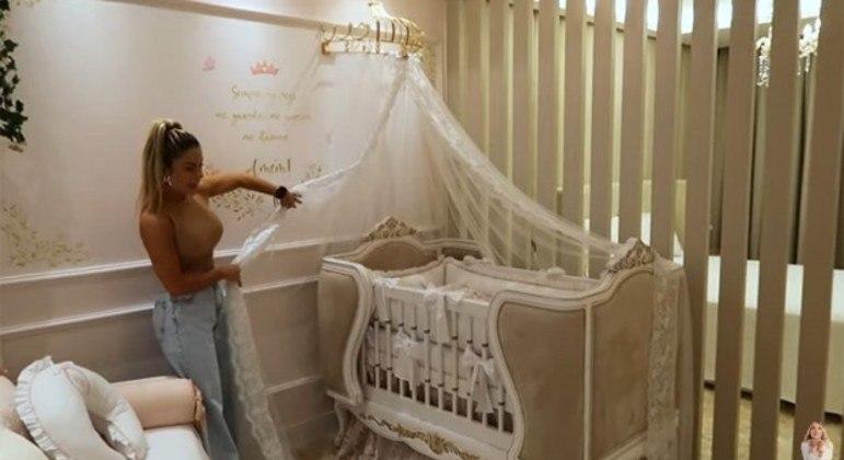 Influenciadora digital, que está grávida de nove meses, espera pelo primeiro herdeiro
