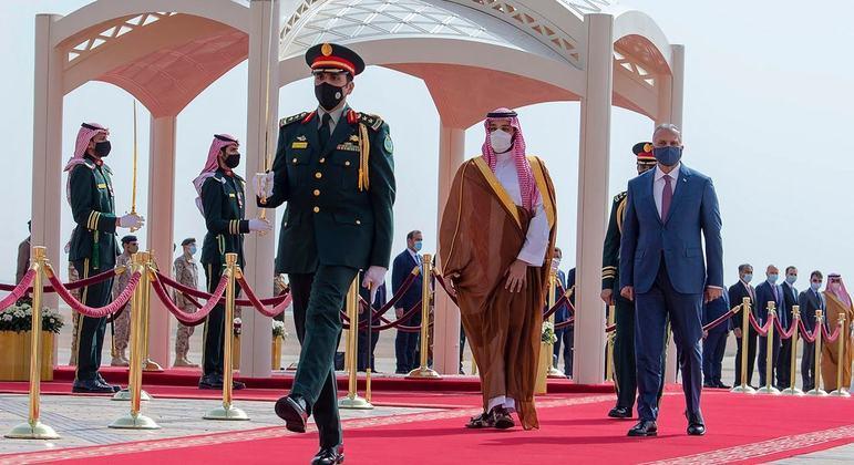 Após visita do iraquiano al-Khadimi à Arábia Saudita, iranianos e sauditas iniciaram diálogos sigilosos