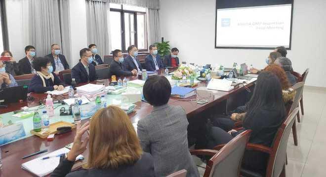 Inspetores da Anvisa durante visita à fábrica da Astrazeneca/Oxford na China