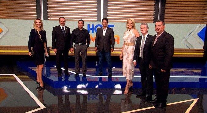 Visitantes estiveram nos estúdios do programa Hoje em Dia, da Record TV