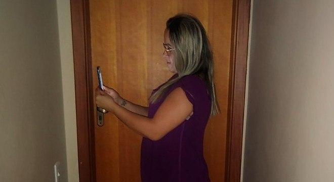 Gabriela Riccor afirma que ter visto o marido algemado foi constrangedor