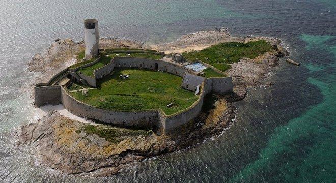 Fort Cigogne, perto da Bretanha, precisa de obra para resistir ao tempo