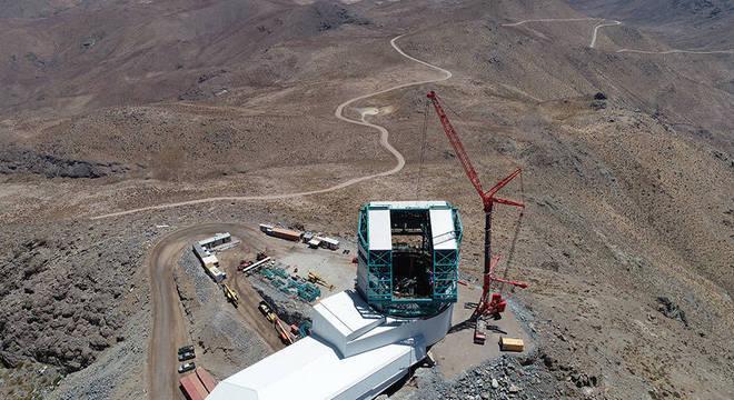 Vera Rubin está sendo construído no topo do Cerro Pachón, uma montanha de 2.682 m de altura no norte do Chile