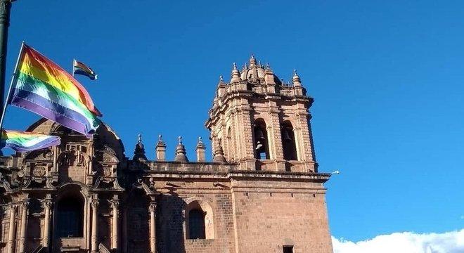 A bandeira atual de Cusco é baseada na tradição dos Incas - mas não há nenhuma evidência de que eles realmente utilizassem o símbolo