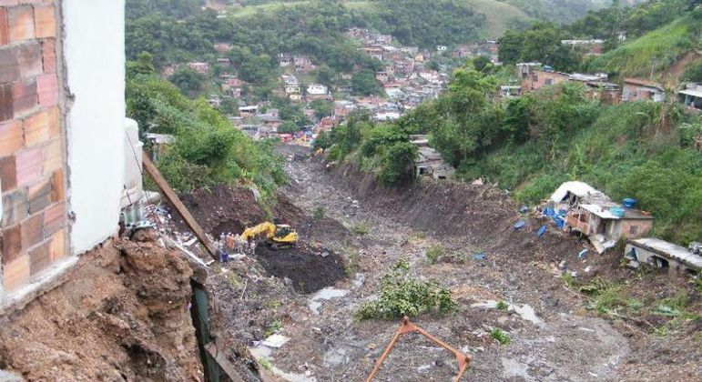 Vista do Morro do Bumba, em Niterói, onde deslizamentos atingiram várias casas em 2011