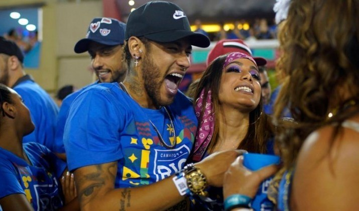 Vistos tendo um caso no carnaval de 2019, Neymar e Anitta foram flagrados  em um camarote no Rio de Janeiro se beijando. Mais tarde, Neymar explicou ao canal de Matheus Mazzafera que hoje o relacionamento dos dois não passa de uma amizade.